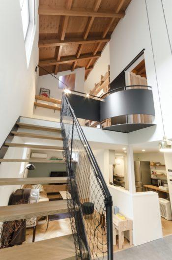 階段部分は「ロミオとジュリエット」のようなシチュエーションで上下で会話の出来るつくり。