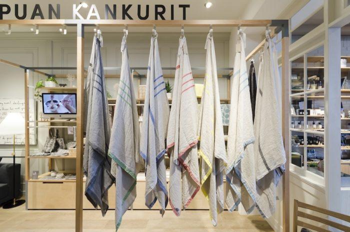 「ラプカン カンクリ」を代表する「USVA」。ブランケット、バスタオル、ハンドタオルがある。アイロンをピシッと効かせるのももちろんいいが、洗いざらしのままの風合いを楽しむのもおすすめ。