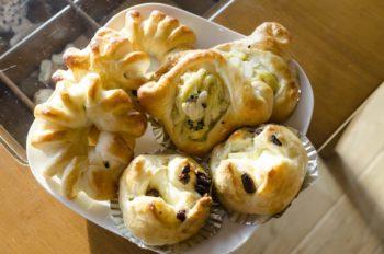 寛子さんが研究してつくっているパンの種類は多彩。このほか、フランスパンもつくっているという。