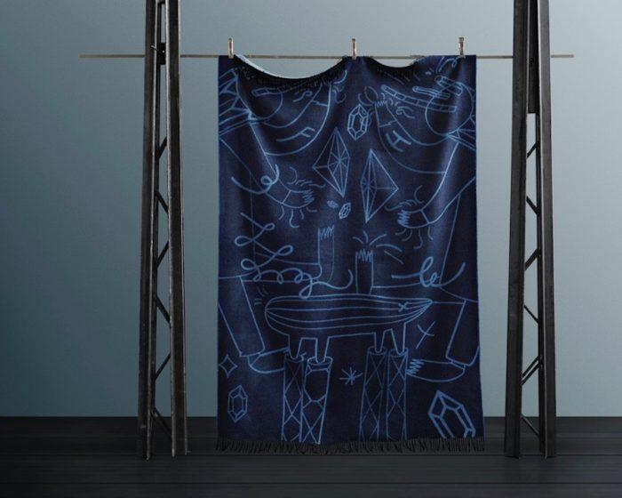 ハイメ・アジョン スロー(ブルー) 1300x2000mm ¥31,000 フリッツ・ハンセン青山本店