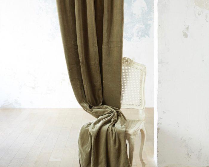ベロアカーテン・メディチ(カーキ) 1300✕2800mm ¥26,000 en fil d'Indienne (メゾン オルネ ド フォイユ)