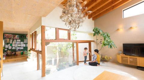 中2階に中庭を作る中庭の光を家の中にたっぷり取り込む