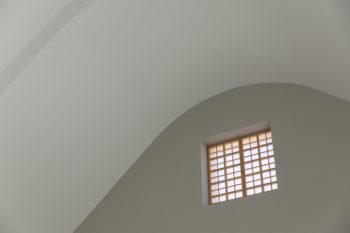 北側のロフトの壁面に設けられた開口部。