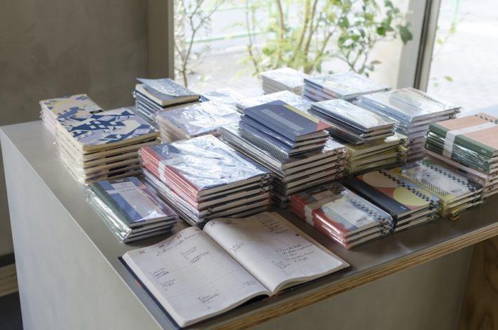 「クオバディス」とコラボレーションした手帳。贈り物にもおすすめ。