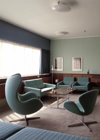 SAS ロイヤルホテルの606号室にはエッグチェアやスワンチェアが当時のまま残されている。