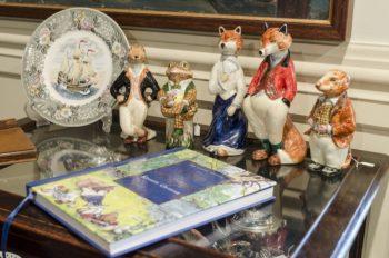 ケイティーさんが大好きな英国の児童文学『The Wind In The Willows(日本語訳:たのしい川べ)』に登場する動物をモチーフにした陶器の置物。