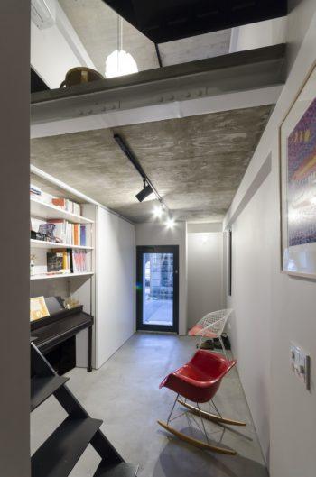 1 階は多目的なスペースとしてつくられた土間空間。