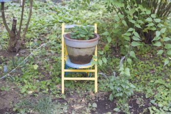 小さな椅子は、長男が小さな手でペンキを塗った。