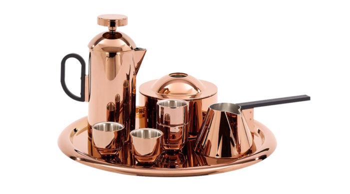 コーヒー トレイ φ420mm ¥27,000 エスプレッソカップ(4個セット) φ60 H55mm ¥17,000 ミルクパン φ120 H80mm ¥15,000 ビスケットティン φ160 H107mm ¥15,000 以上TOM DIXON SHOP