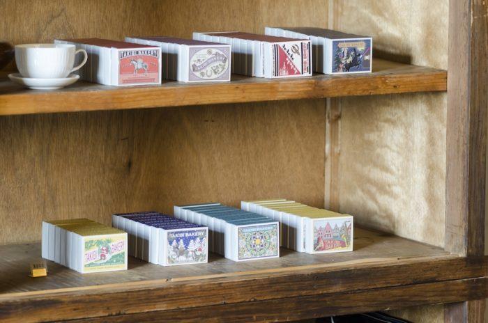 「TAKIBI BAKERY」で人気の紅茶シリーズは全ラインナップが揃う。