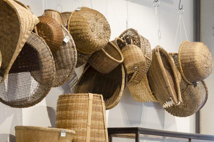 収納かごや持ち運びに便利な手つきのかご、巨大なざるなど古くから愛される日本の日用品。