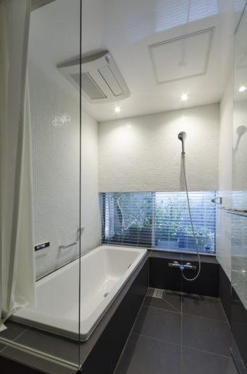 お風呂に入りながらも緑を楽しめる。