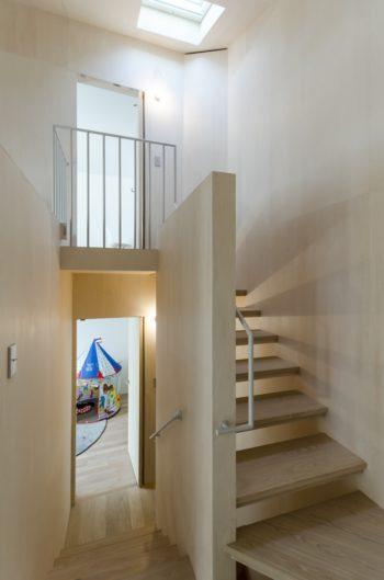 下が1階の子ども部屋、上が書斎スペース。
