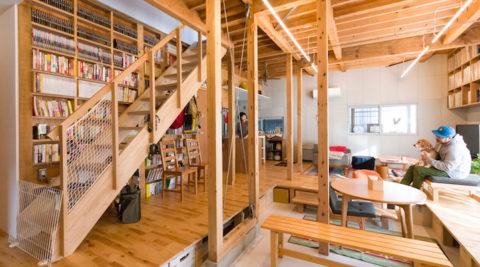 日々成長する家リビングの土間に床下収納を作る