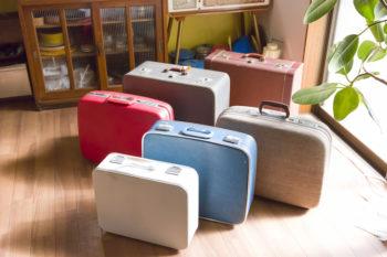 スーツケースには楽器や手芸用品、工具などを収納。仕事の時、引越時にはそのまま持ち出せて便利。