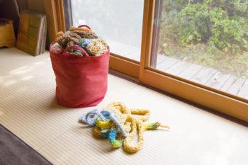 長男が作った作品も、あちこちに飾られている。最近は編み物にはまっているそうで、こちらはすべて彼の作品。