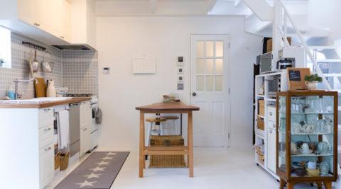 坂の上の真っ白なスタジオ再建築不可の物件をリノベーションで再生
