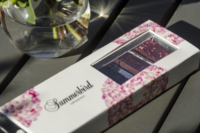 バレンタイン限定の「タパス オリジナル アソートメント」。ミント、ワイルドブルーベリー、ラズベリー、ダークの4種類が2粒ずつセットに。