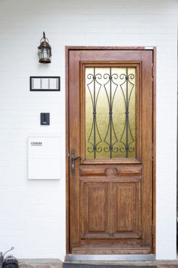 静岡のBon Coteで購入したフランスのアンティークドア。ガラス窓が2重になっていて開く仕組み。一番のお気に入り。