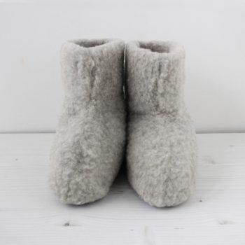 フワモコブーツは、部屋に置いてあるだけで温かい気持ちに。