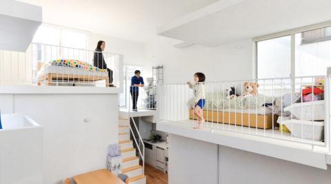 窓辺に造った気持ち良いスペースバルコニーでできた家で暮らす