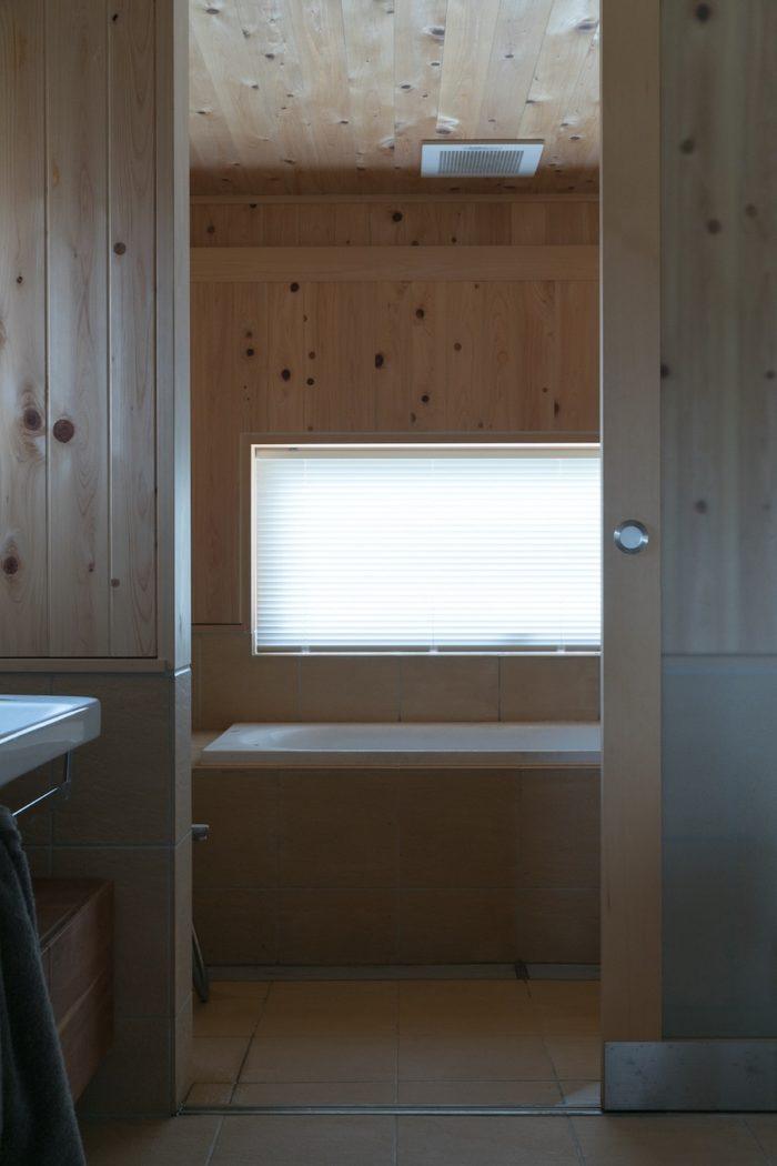 檜の香り漂うバスルーム。