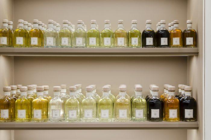 ブランドを代表するディフューザーのシリーズ。すべてパオロ一人で香りを開発していて、フィレンツェのラボで一つずつ、丁寧に作られている。メイド・イン・イタリアにこだわり、ボトルに用いられる紙もフィレンツェ製。