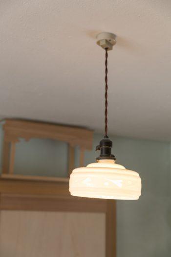 和室のランプシェードは、実家で使っていたものを気に入って譲り受けたという。