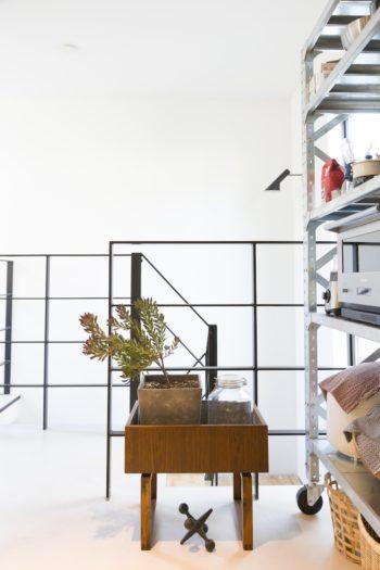 「デンマークで買ってきたばかりの木の家具は、これから使い方を吟味します(笑)」