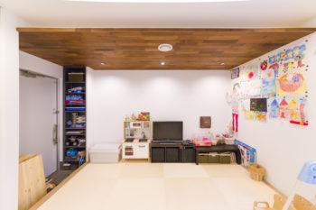 将来の保育施設用スペース。現在はプレイルームとして使用。奥さまが教える、子ども向け美術教室も開催。