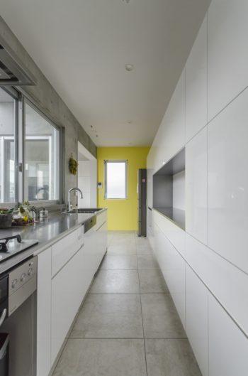 キッチンもパーティスペースになるように大きくつくられている。