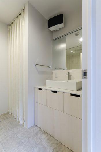 浴室の床タイルも夫婦で選んだものが貼られている。