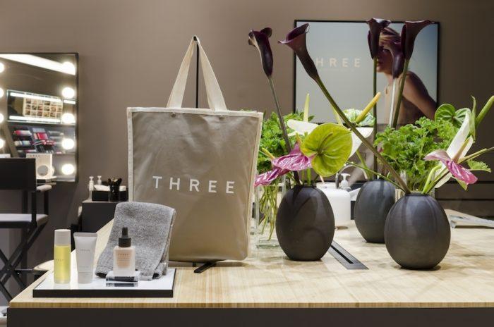 THREEのコスメアイテムのほか、サプリメントや生活雑貨も展開。