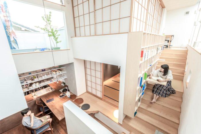 中央部分のスペースは上下とも畳の間で、下が夫婦、上が子どもたちのためのスペースになっている。