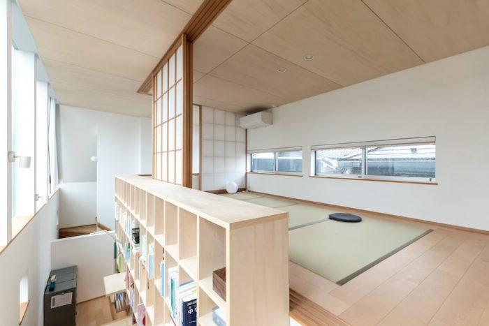上の畳の間は子どもたち3人のためのスペース。計画案を見て尾崎さんは「子どもたちが3人でひとつの空間を共有しながら楽しめそうだなと。家族の距離感も近くなって楽しんでいけるんじゃないかなと思いワクワクしましたね」。