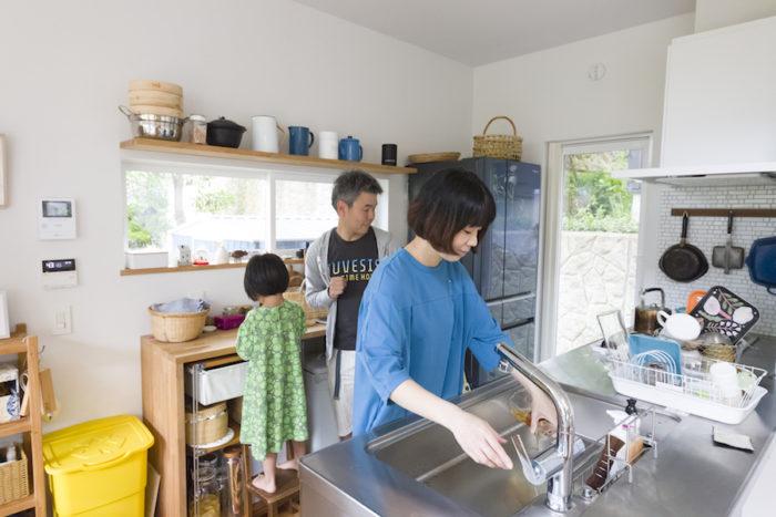 「このクリナップの流し台は、福島の工場で作られています。この製品を選んだ理由のひとつになっています」と福島出身の妙子さん。