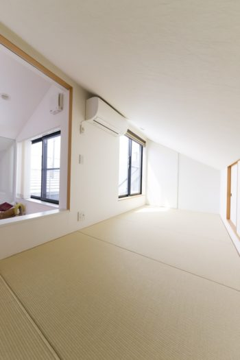 """ロフトは""""離れ""""のようなイメージで和室にした。「こういう場があるとほっとする」と奥さま。ゲストルームとしても使用。"""