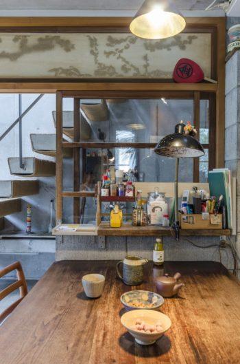 家具や照明も以前から使っていたアンティークのもの。