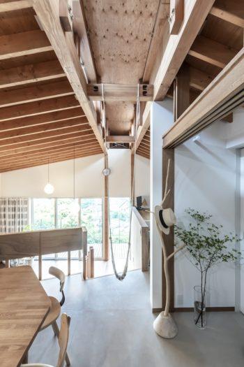 開放感のある大きなワンルームを実現するために棟の部分にキールトラスを採用した。