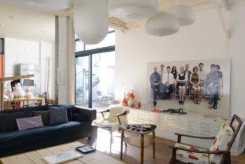 マルティーヌさんとベルントさんが主宰するギャラリー「ラ・ペリフェリ」のアーティスト作品が飾られている。