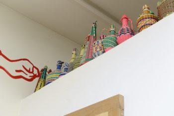 ポルトガル名物のカラフルな壺オブジェをコレクション中。1点数サンチームで買える。