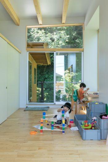 「1階のカフェと、2階の居住空間をきちんと分けるために、後からここのベランダから1階に降りる階段を作りました」