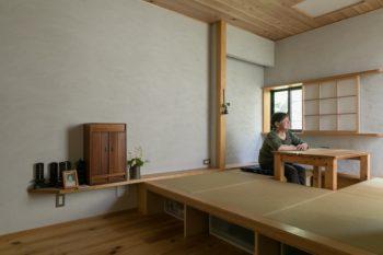 Sさんの寝室。畳スペースは、座卓を畳めば布団が2枚敷ける広さ。