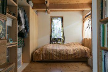 Mさんの部屋。写真左の収納でN君の部屋と間仕切ってあるが、将来的に動かすこともできるつくり。