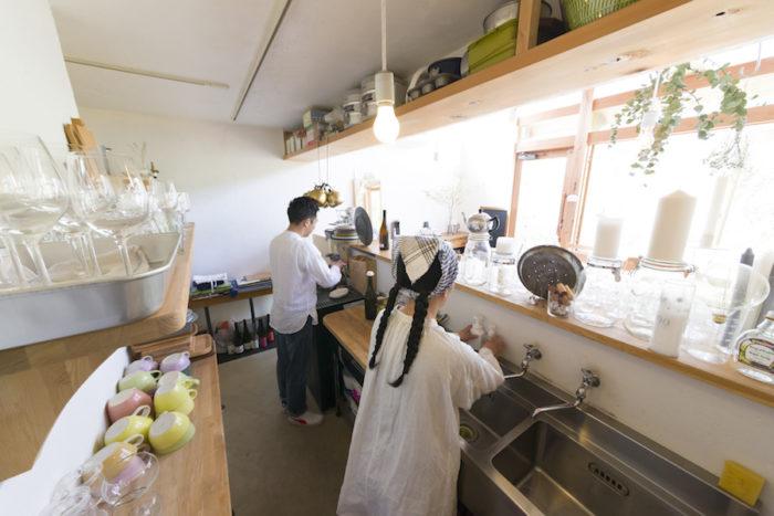 「料理が好きで、カフェでずっと調理をしていました」という紀子さんが料理とドリンクを、隆寿さんがスイーツを担当。「プリンやカッサータがおすすめです」と隆寿さん。