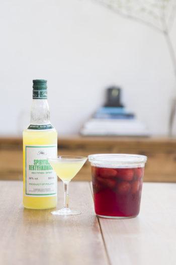 自家製のいちごスカッシュとリモンチェッロ。リモンチェッロは無農薬のレモンの皮をスピリタス(アルコール度数最高の96度!)に漬け込んだもの。「ソーダ割りがおすすめです」(紀子さん)