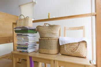カゴ好きの紀子さん。海へピクニックに行くときには大活躍だそう。「整理整頓にもカゴは欠かせません」とも。