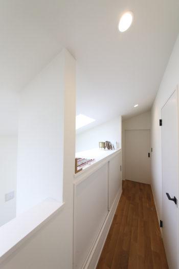 2階はベッドルームやバスルーム、ランドリールームなどプライベートな空間を集めた。