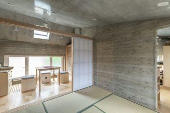 和室の隣にキッチンがつくられている。