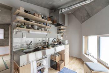 現在は和室を茶室として使うことがあるため、キッチンは水屋的にも使用されている。